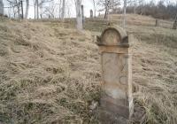 A keresztek  mellett a 19.század derekán jelentek meg a reformátusok stílusának megfelelő sírkövek