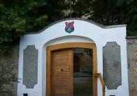 Az erődfalon található kapu