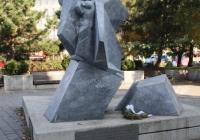 Sztehlo Gábor evangélikus lelkész szobra