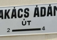 Takács Ádám református tiszteletesről elnevezett utca táblája