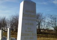 Tatay Sámuel evangélikus esperes síremléke