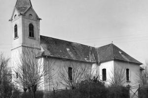 Cinkotai evangélikus templom fotója 1954-ből, a műemléki helyreállítás előttről