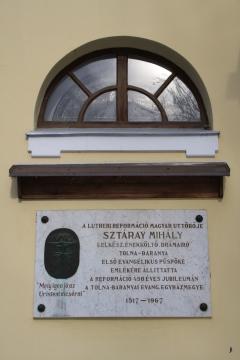 Sztárai Mihály emléktábla a Szekszárdi Evangélikus Templom falán